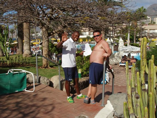 H10 Las Palmeras:                   En la piscina con Idry