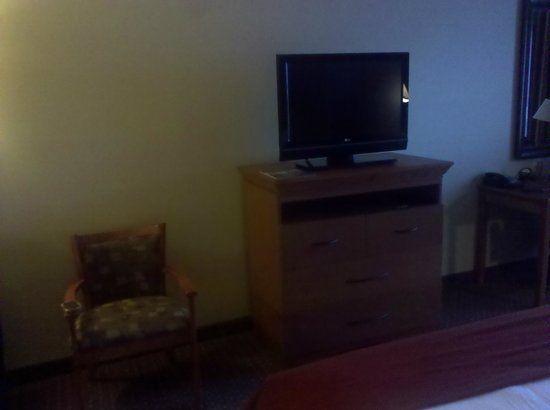 Holiday Inn Express Hotel & Suites Loveland:                   TV