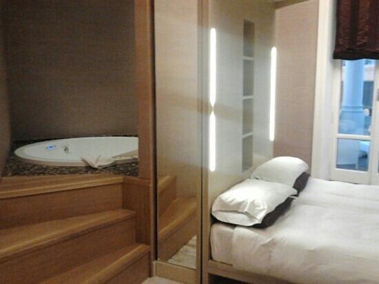 Hotel Dharma:                   idromassaggio