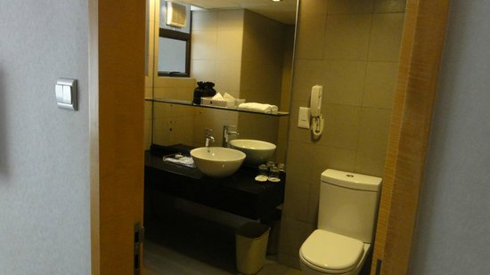 Kew Green Hotel Wanchai Hong Kong: The bathroom