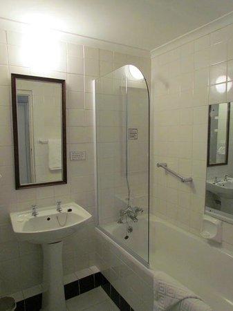Queens Hotel: Salle de bain