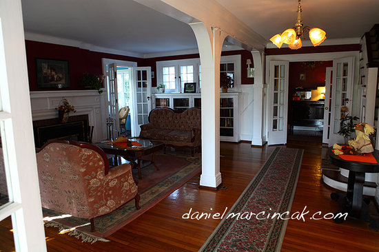 Chestnut Inn: Living Room