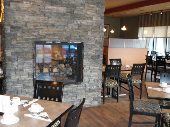 27 Street Grille: By the fireplace