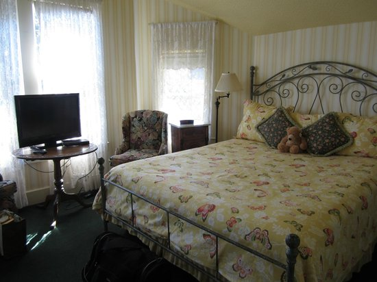 Gosby House Inn - A Four Sisters Inn:                   Harper Margaret Room