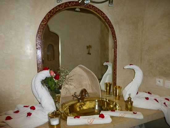 Riad Adriana:                   Love those swans!