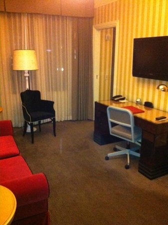 The Citizen Hotel, Autograph Collection: Sitting Area in Suite