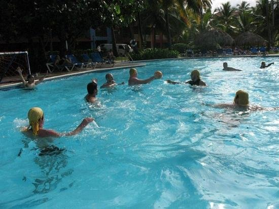Caribe Club Princess Beach Resort & Spa:                   Waterpolo en la piscina del hotel