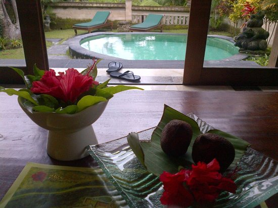 Pita Maha Resort and Spa:                   Plunge pool and welcome tropical fruit