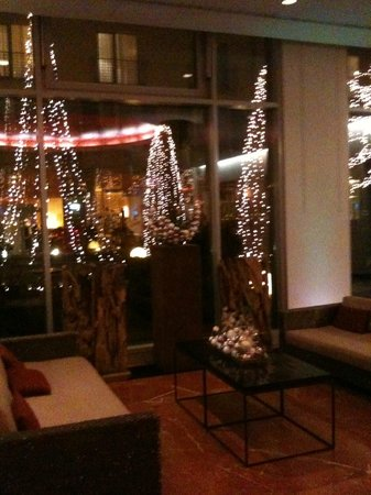 Le Meridien Munich: courtyard Christmas decorations