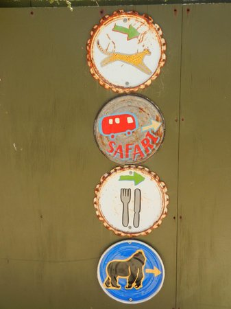 Werribee Open Range Zoo: Colourful Signs