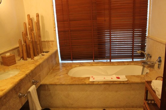 Sanctuary Cap Cana by AlSol:                   Bathtub