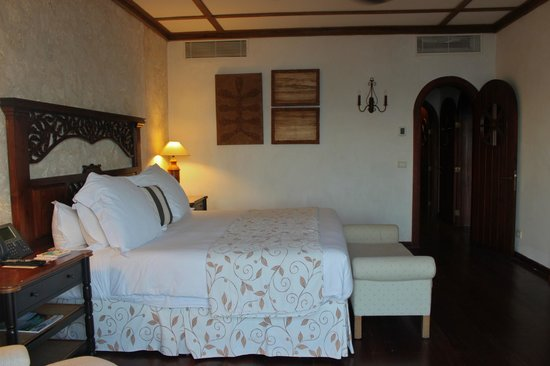 Sanctuary Cap Cana by AlSol:                   Queen bed