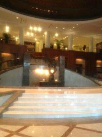 Crowne Plaza Hotel Jakarta:                   豪華ロビー