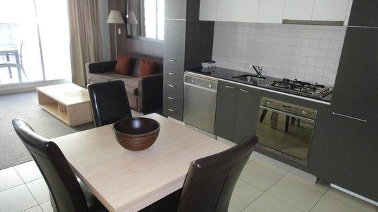 Oaks Embassy: Kitchen-dining