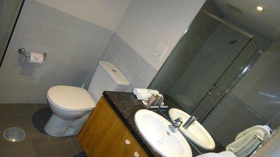 Oaks Embassy: Bathroom