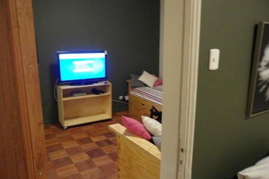 Hostal de la Barra:                   tv novinha no quarto...