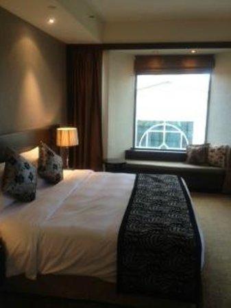 โรงแรมเพนนินซูล่า เอ็กเซลซิเออร์:                   窓際の椅子が良い感じ