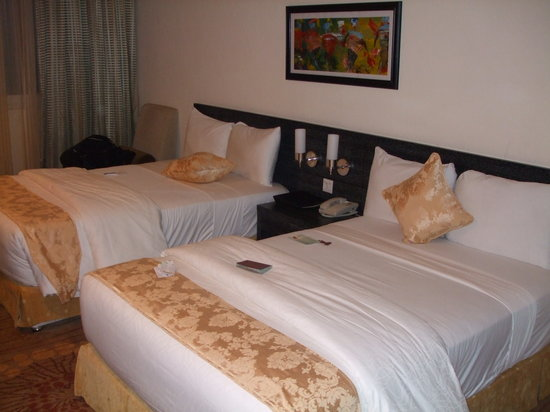 Best Western Premier Accra Airport Hotel: My room ..........comfy bed