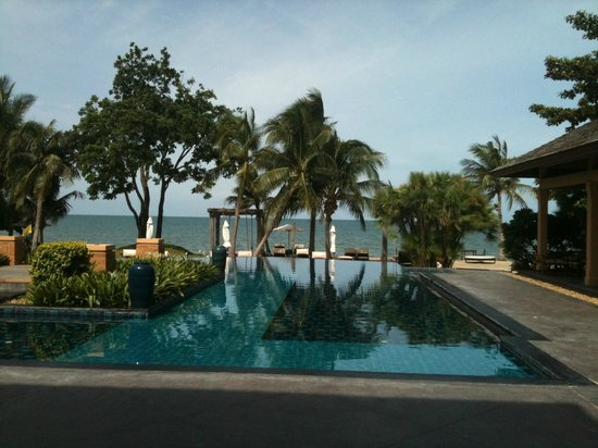 Movenpick Asara Resort & Spa Hua Hin:                   Part of Main pool overlooking beach