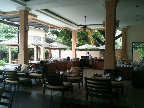 Movenpick Asara Resort & Spa Hua Hin:                   Buffet breakfast room overlooking pool