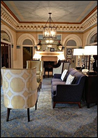 Grande Colonial La Jolla:                   Beautiful lobby / sitting area