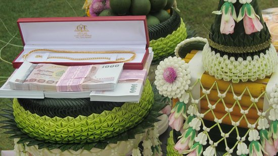 Shangri-La Hotel, Chiang Mai: Wedding at the hotel, I like the presents