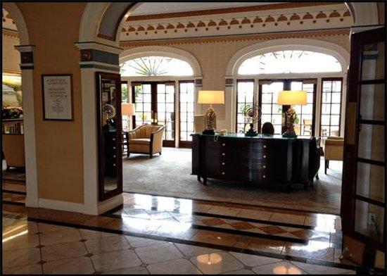 Grande Colonial La Jolla:                   Lobby / Sitting Area