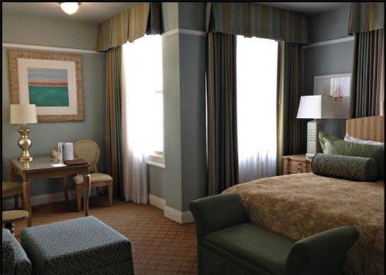 Grande Colonial La Jolla:                   Room 521 - Corner / King - Partial Ocean View