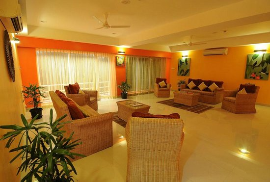 Perks Residences: Lounge & Balcony