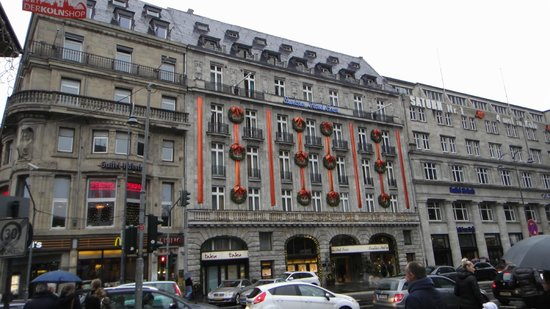Excelsior Hotel Ernst:                   ホテルの外観です