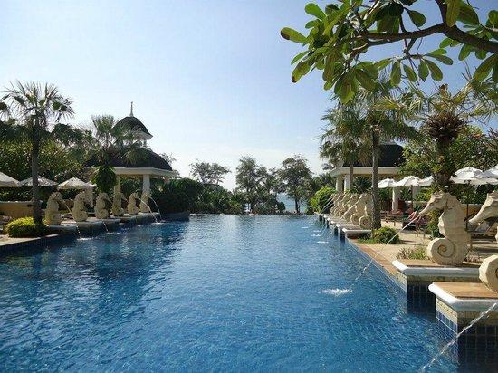 Phuket Graceland Resort & Spa :                   Graceland Sky Pool