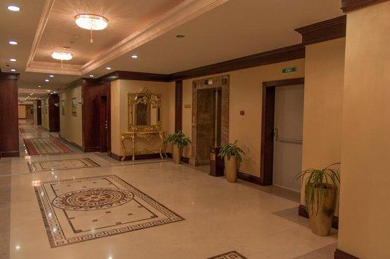 Royal Tulip Almaty:                   коридор