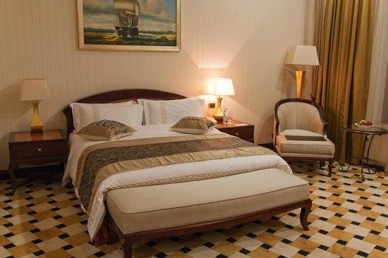 Royal Tulip Almaty:                   кровать в номере