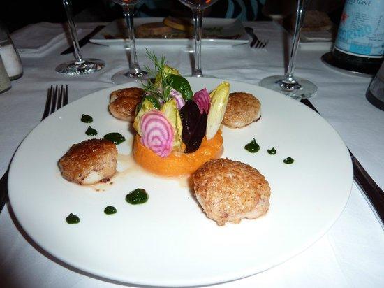 L'Indyana:                   Noix de St Jacques en croute de noix et purée de patate douce