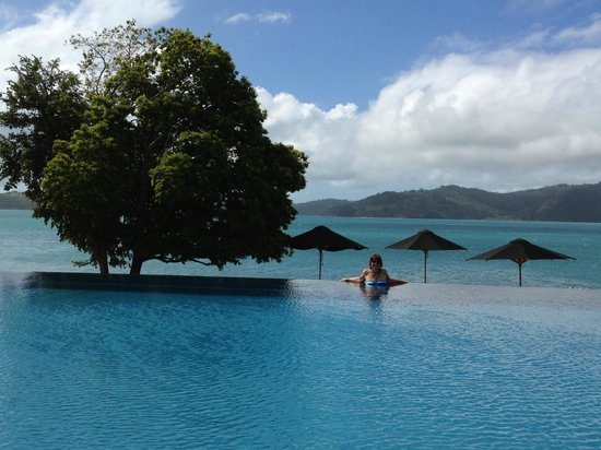Qualia Resort: Pool at Pebble Beach Pavilion