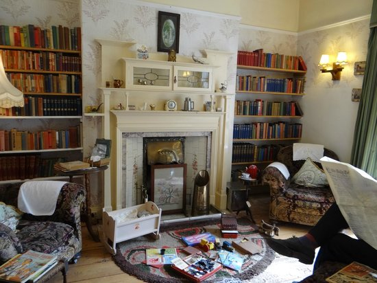 World of James Herriot: Lounge Room