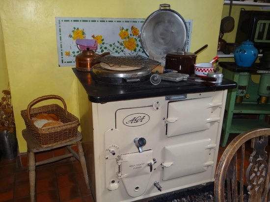 World of James Herriot: Stove in Kitchen