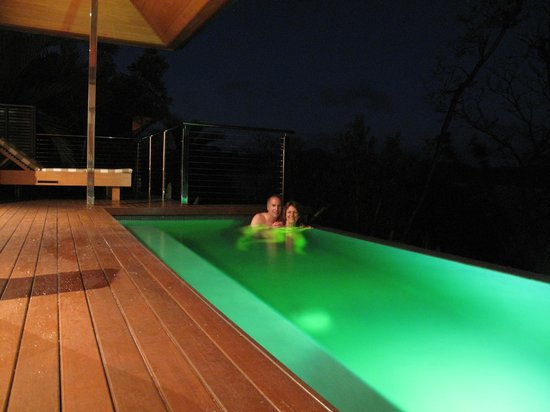 Qualia Resort: Pool at night