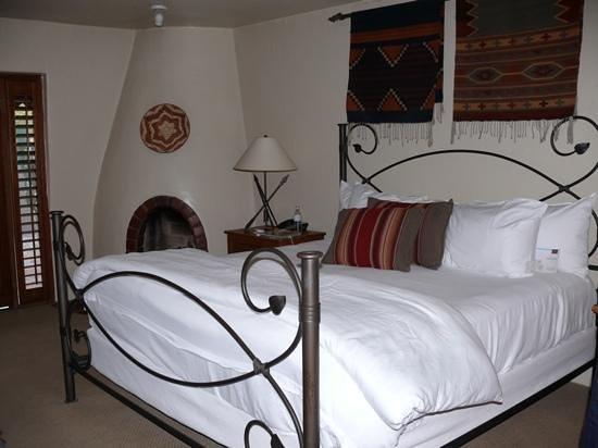 Hermosa Inn:                   standard kingbed room