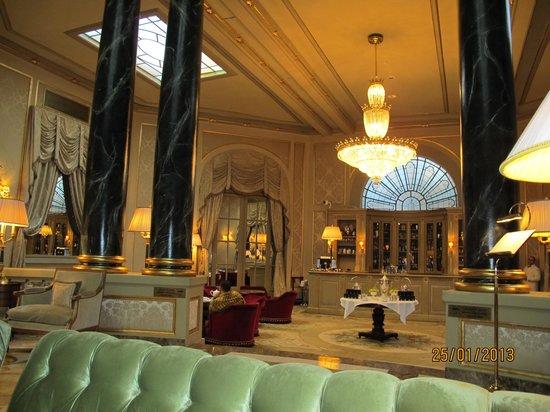 El Palace Hotel:                   Lobby2                 