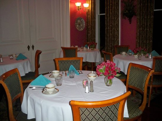 Hamilton-Turner House:                                     Breakfast room