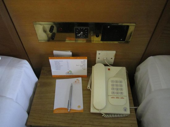 Ras Al Khaimah Hotel: Outdated light controls from the bedside