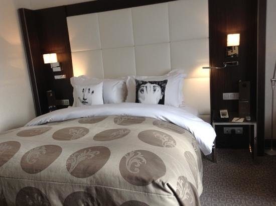 Sofitel Brussels Le Louise:                   small but cozy room