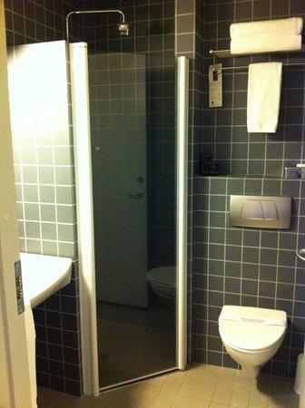 Hotel Reykjavik Centrum:                   bathroom