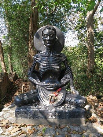 Wat Umong:                   bodhisattva