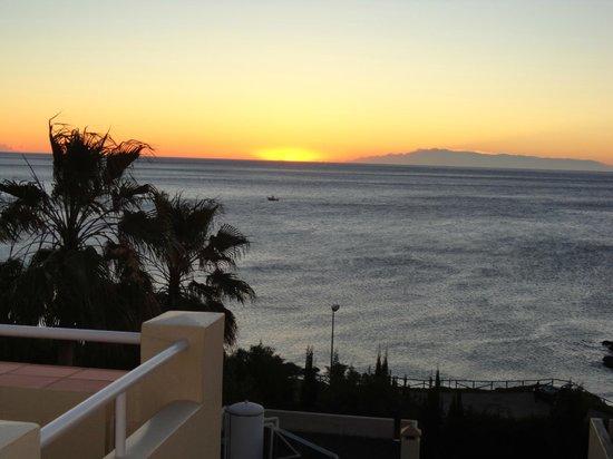 Club La Costa:                   Solopgang fra terrasse.