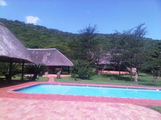 Sungulwane Hills Game Lodge: Pool and Garden