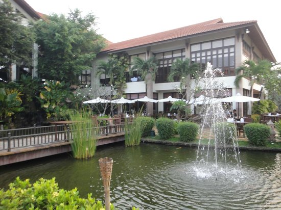 Angkor Palace Resort & Spa:                   餐廳(戶外用餐區)