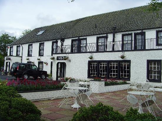 Uplawmoor Hotel:                   outside