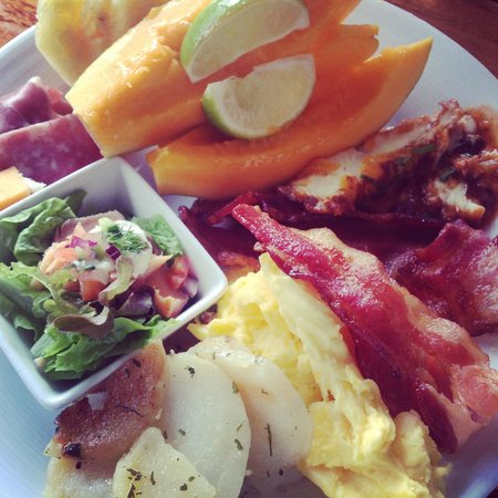 Kukui's Restaurant and Bar :                                                       My Breakfast Buffet plate